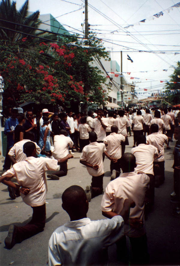 Roatan2000: Independance Day Marchers