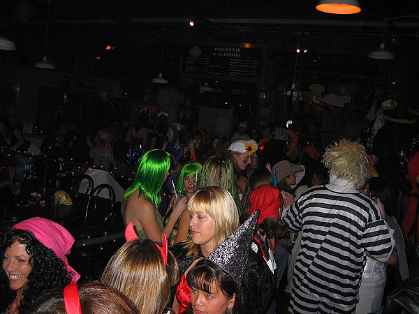 Halloween 2005: Crowd 02