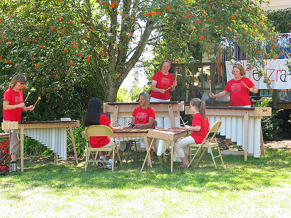 Lavender Festival 2004: Xylophone Band 02