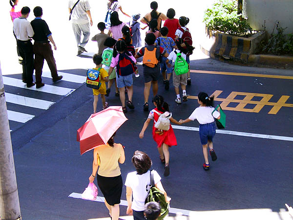 Taipei 2001: Kids Crossing