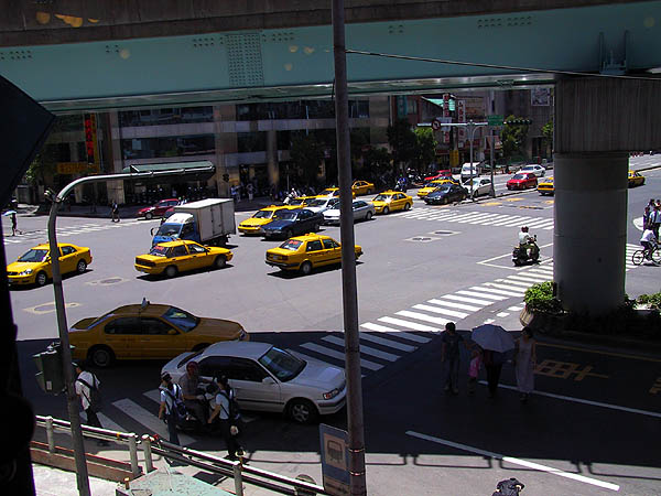Taipei 2001: Taxis at Intersection